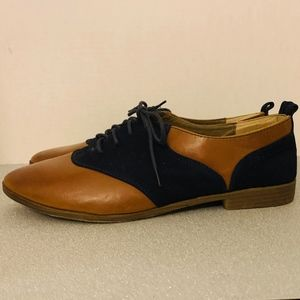 NWOB Restricted Womens Oxfords size 11
